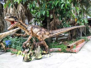 Animatronic Raptor on the Stump for Dinosaur Show