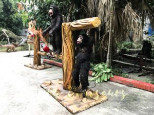 Park Attraction Black Animatronic Monkey with stump