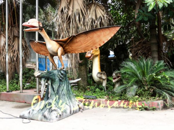 Realistic Animatronics Pteranodon with Tree Stump2