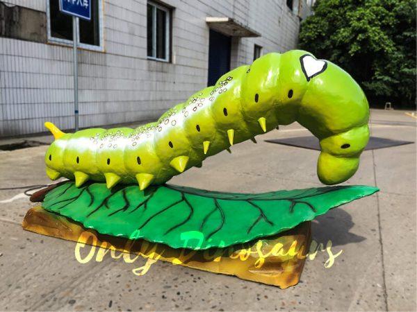 Giant-Lifelike-Animatronic-Oleander-Hornworm2