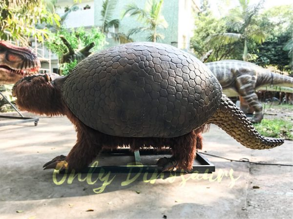 Realistic-Animatronic-Glyptodon-from-The-Ice-Age1
