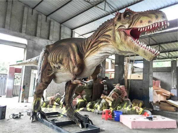 The-Snarling-T-Rex-from-Jurassic-World5