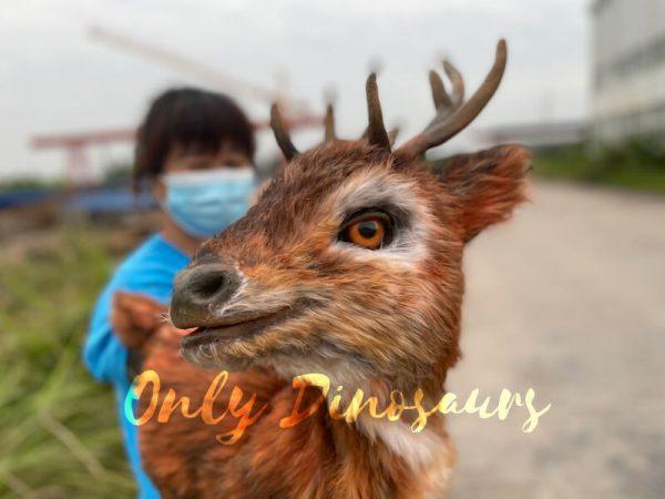 Lifelike-Reindeer-False-Arm-Animal-Puppet2